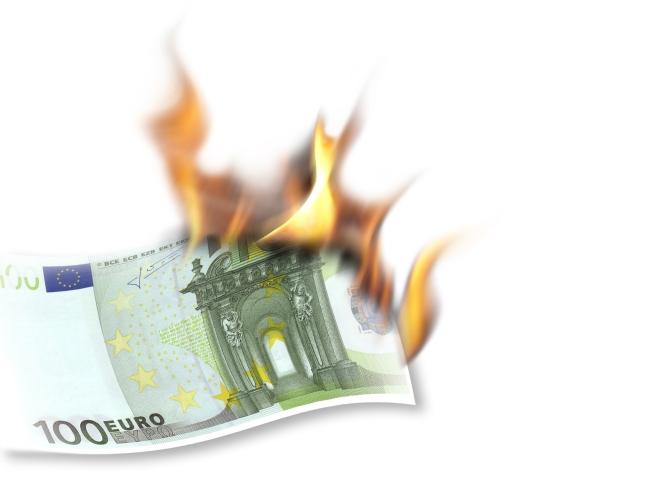 burning-euro-1630475-1599x1167